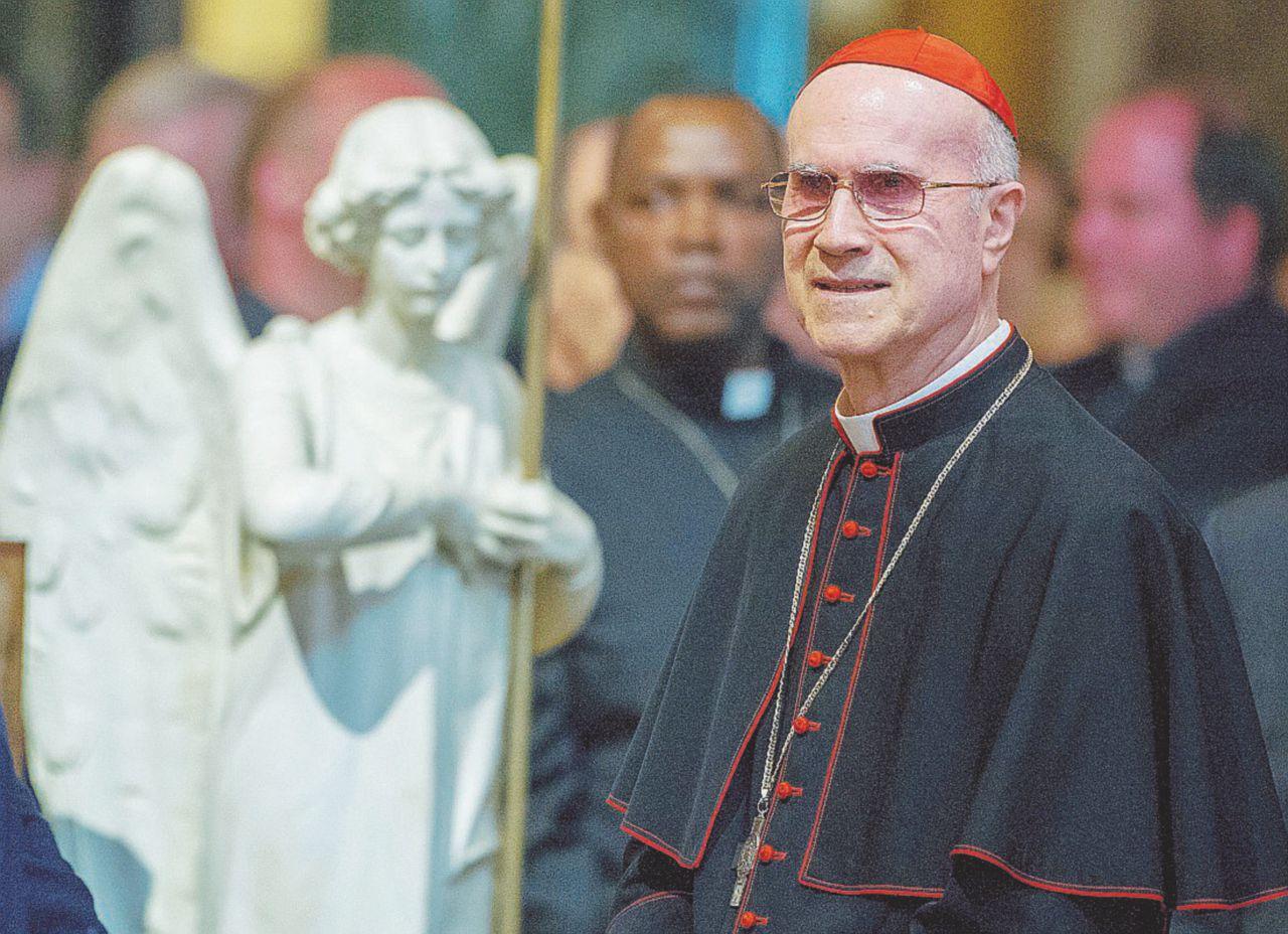 Triste declino di un vice papa Bertone abbandonato da tutti