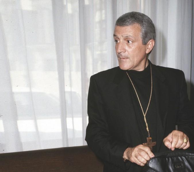 Don Tonino, il prete che sposò la pace