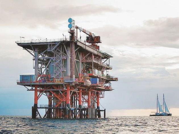 - La petrolifera Rospo Mare B, di proprietà di Edison ed Eni - Ansa