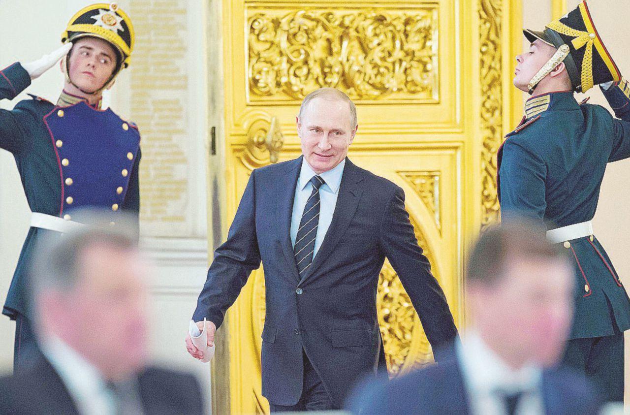 """Putin e il trucco di far pagare la crisi agli """"amici"""" oligarchi"""