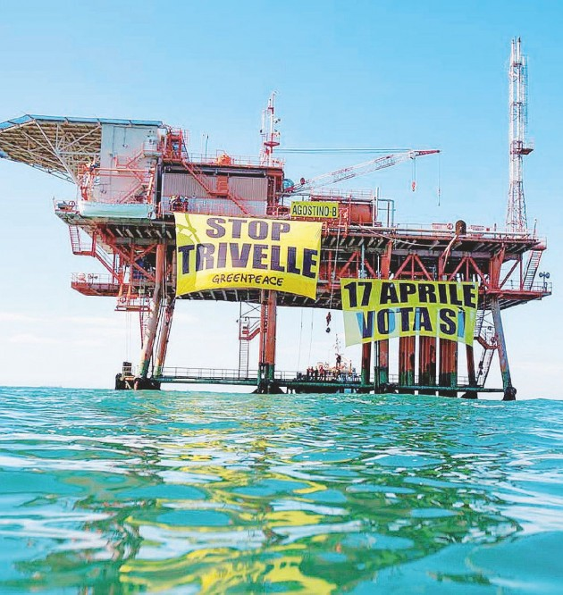 Tra le onde - Blitz di Greenpeace in una piattaforma