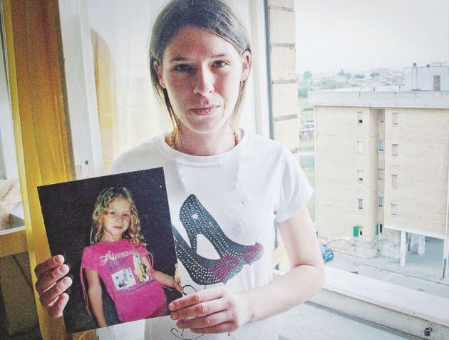 ++ Bimba giù da balcone a Caivano, era vittima di abusi ++