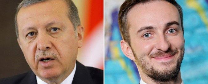 """Germania, Merkel si inchina alla Turchia: """"Ok al processo contro il comico che fece satira su Erdogan"""""""