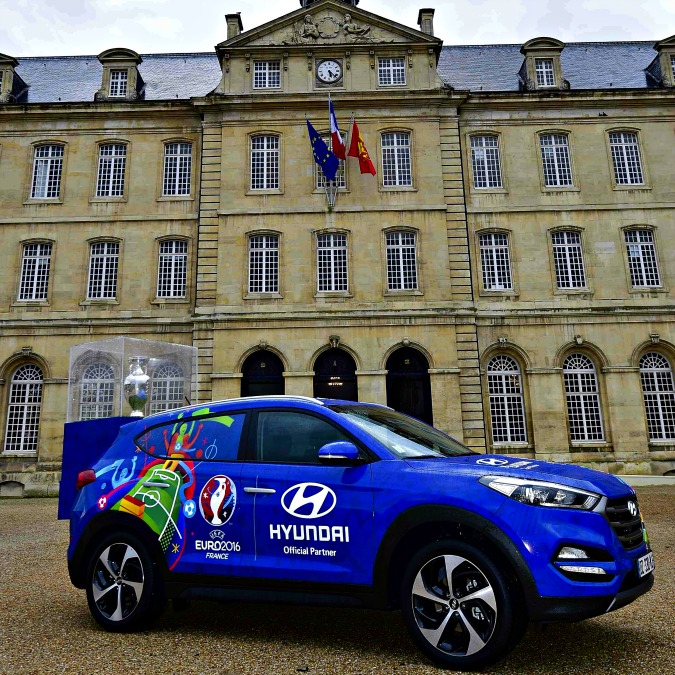 Europei di calcio 2016, la coppa gira la Francia su una Hyundai Tucson