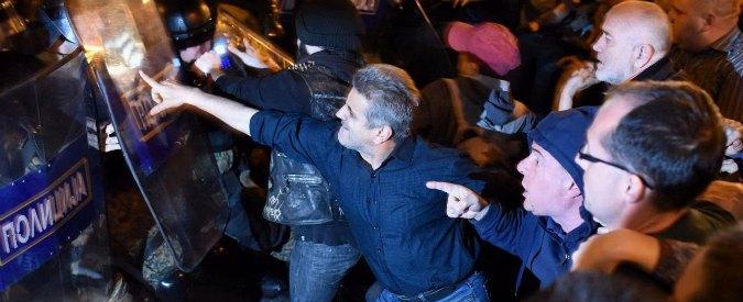 """Macedonia, il presidente grazia i politici. Scontri in piazza, 12 arresti. Leader opposizione: """"Popolo faccia giustizia"""""""
