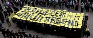 "Giulio Regeni, flash mob di Amnesty International a Milano. I genitori in piazza: ""Avanti insieme per la verità"""