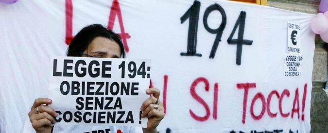 Aborto, l'esilio dei medici non obiettori in Italia: soli in sala operatoria, costretti ad auto-assistersi e senza carriera