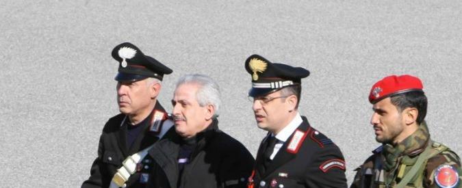 'Ndrangheta, il boss Condello si presenta al processo vestito da straccione con busta della spazzatura. Bloccato