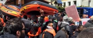 Migranti, marcia contro i muri al Brennero Fermato e rilasciato manifestante italiano