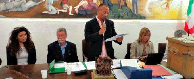 """Sicilia, firmò dimissioni in bianco ma non lascia: gruppo sfiducia suo consigliere """"Pratica per spartirsi gettoni di presenza"""""""