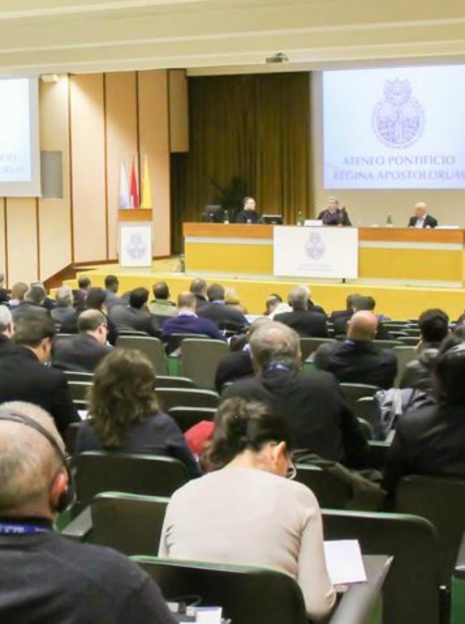 Corso di esorcismo a Roma, più di 200 i partecipanti: i quattro criteri per riconoscere un indemoniato spiegati da Padre Barrajon