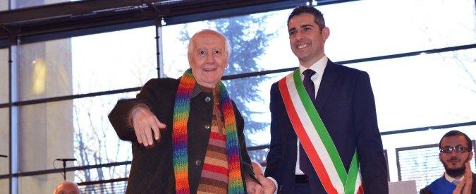"""Addio a don Luciano Scaccaglia, Parma saluta il suo prete di strada sempre """"contro"""" in difesa degli ultimi"""
