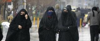Francia, la rivolta delle hostess di Air France contro l'obbligo di velo e pantaloni sul volo da Parigi a Teheran