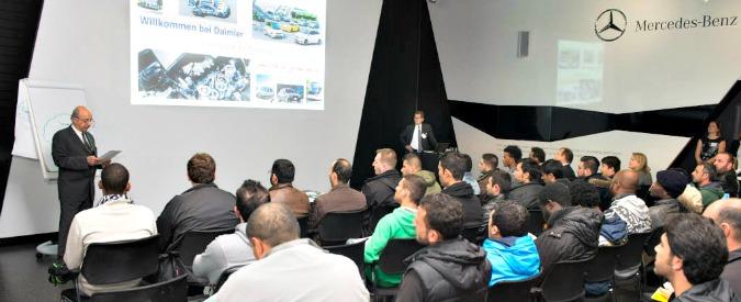 Mercedes organizza corsi di formazione per i rifugiati a Stoccarda