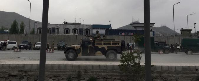Kabul, attacco kamikaze: almeno 30 morti e 320 feriti. Talebani rivendicano: 'Offensiva per mullah Omar'