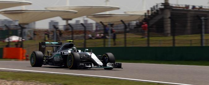 Formula 1, Nico Rosberg in pole nel Gp di Cina: secondo Ricciardo, terzo Raikkonen