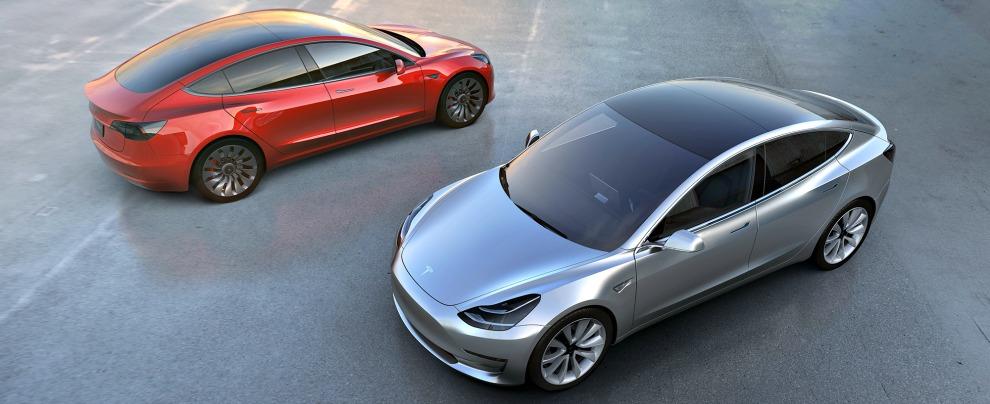 Tesla Model 3, è boom di prenotazioni. E il gran capo Elon Musk gongola