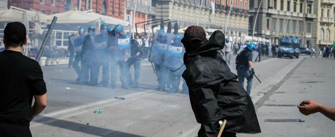 """Bagnoli, Renzi: """"Bonifica, nessuna cementificazione"""". Scontri tra polizia e manifestanti a Napoli"""