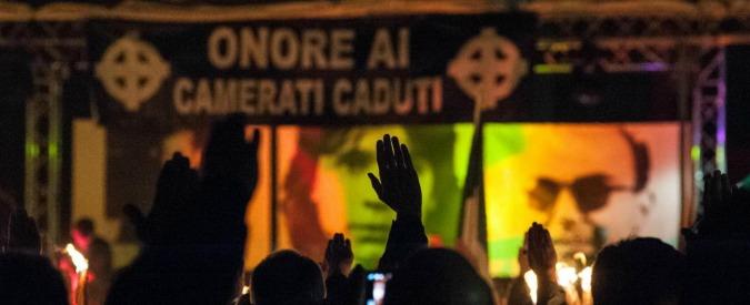 """Saluto romano, Cassazione: """"E' reato. Richiama l'ideologia fascista e la discriminazione razziale"""""""