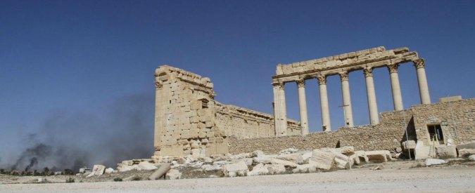 """Siria, """"fossa comune a Palmira: 42 corpi. Molte donne e bimbi, tutti uccisi da Isis"""""""