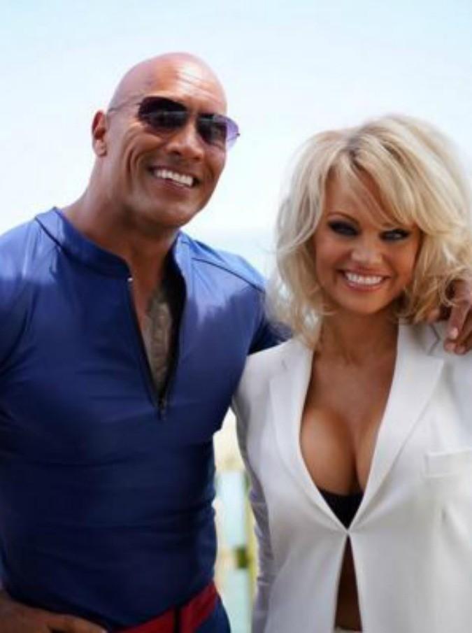Baywatch, Pamela Anderson torna sul set (ma non come bagnina)