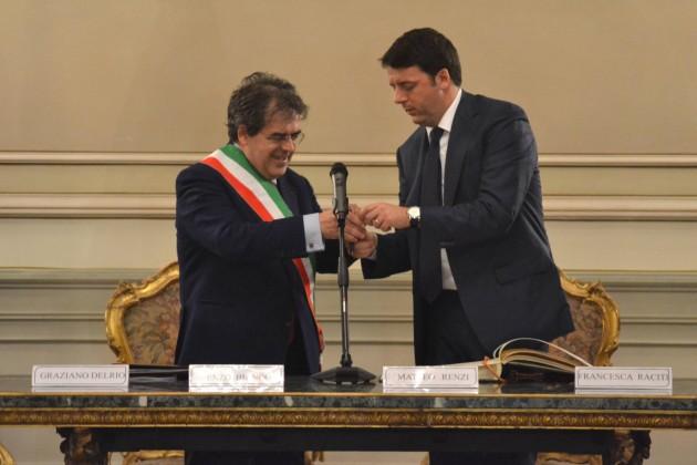 Matteo Renzi contestato durante la visita a Catania