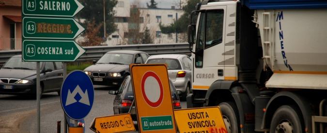 Salerno-Reggio Calabria, sigilli a galleria dopo 2 incidenti mortali: no guardrail, illuminazione e asfalto non idonei
