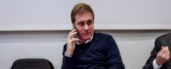 """Campania, Stefano Graziano torna tra i banchi del consiglio regionale. M5s lascia l'aula: """"Non stiamo con la camorra"""""""