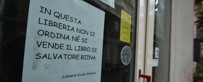 """Catania, la libreria affigge un cartello: """"Non vendiamo il libro di Salvatore Riina"""""""