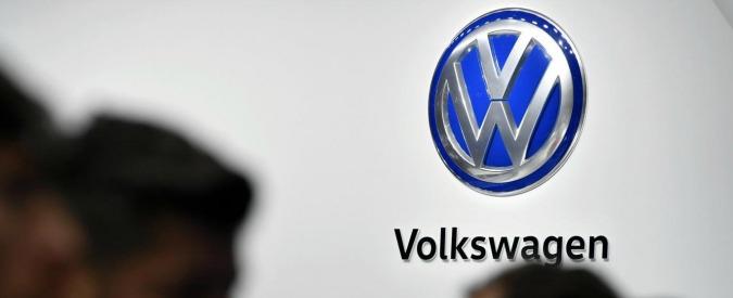 """Volkswagen, accordo con autorità Usa per chiudere il Dieselgate. """"Fino a 5mila dollari ai proprietari di 500mila auto"""""""