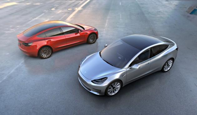 Tesla Model 3, svelate le due versioni. I primi 30 esemplari sono in consegna – FOTO