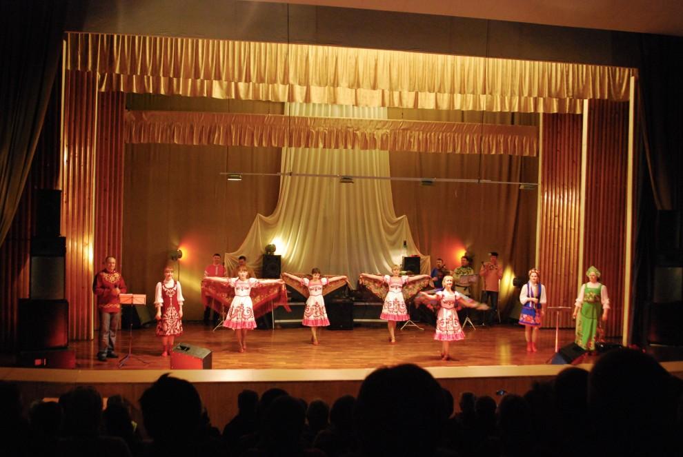 Barentsburg, spettacolo folk al teatro
