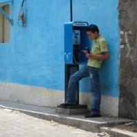 Antigua, doppio telefono…