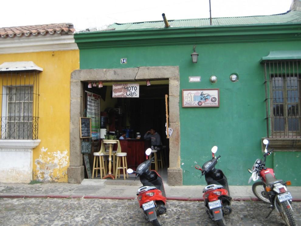 Antigua, un bar di quartiere