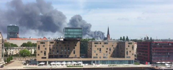 """Berlino, in fiamme centro commerciale asiatico: """"Rientrato rischio nube tossica"""""""
