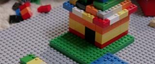 Braille bricks, i primi mattoncini in stile Lego per aiutare l'alfabetizzazione dei bambini non vedenti – Foto