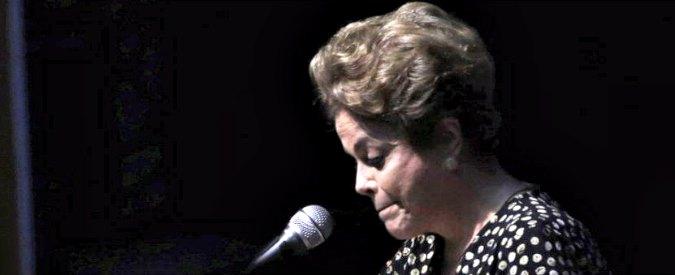 """Brasile, il Senato approva l'impeachment di Dilma Rousseff. Lei: """"E' un golpe. Chi si oppone si mobiliti per la lotta"""""""