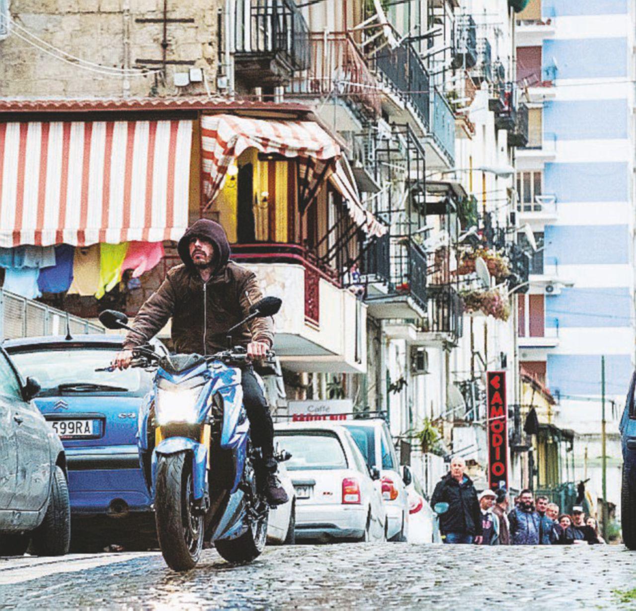 """""""Con i Falchi di Napoli vi racconto le strade della città oltre Gomorra"""""""