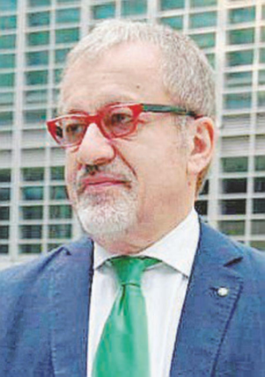 Maroni si candida,  si fermano processo e lavori in Regione