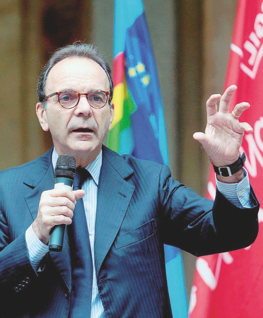 """Parisi sfida Sala: """"I miei redditi sono tutti privati"""""""