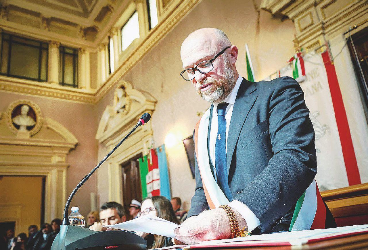 Il sindaco M5S di Livorno indagato per bancarotta