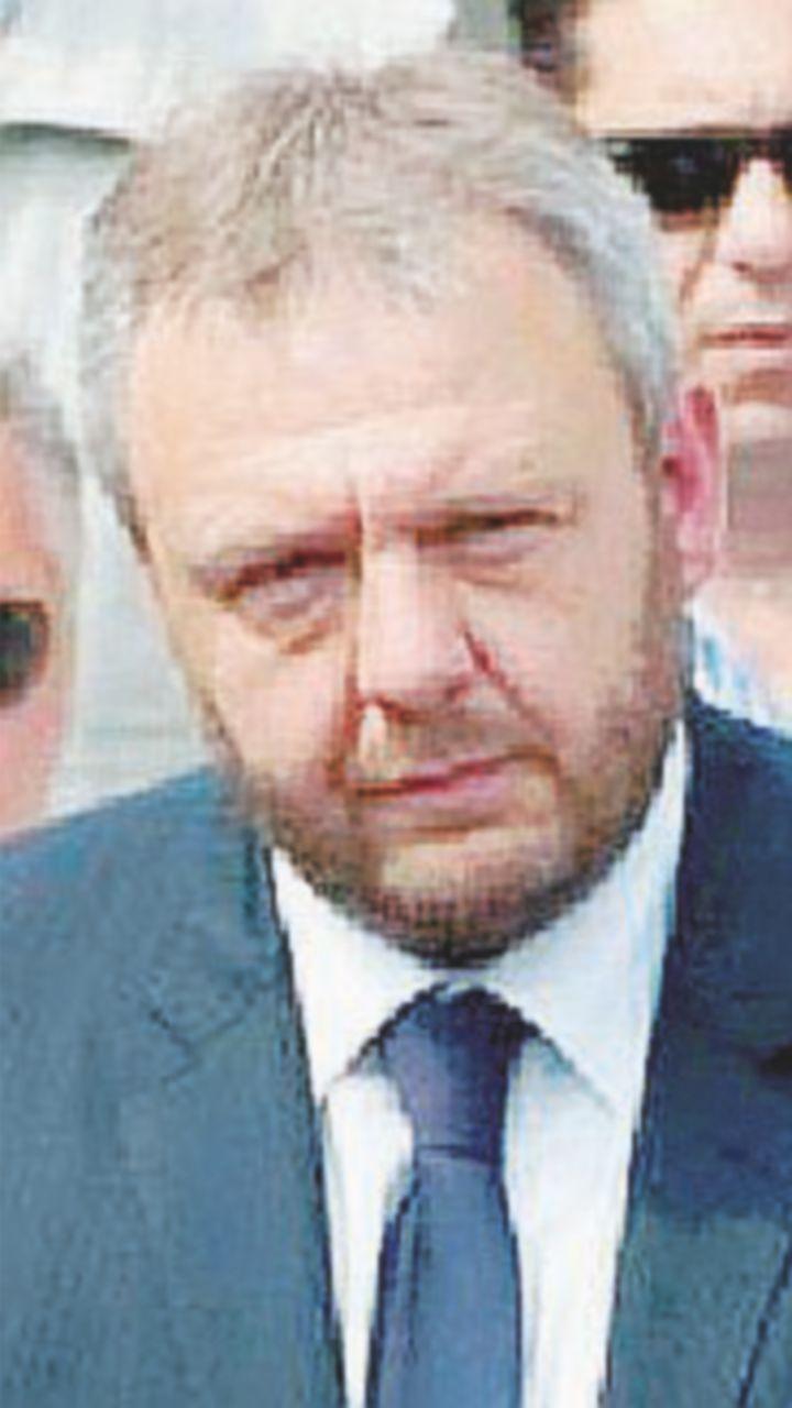 """""""Affidate la piscina alle società indicate dal sindaco Uggetti"""""""
