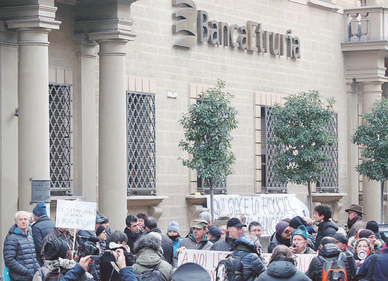 """Banca Etruria e quel miliardo  """"regalato"""" a un pugno di società"""