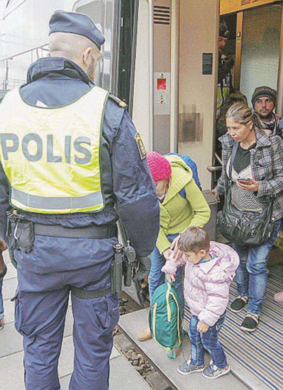 """Le richieste dei rifugiati alla mutua svedese: """"Curate mia figlia infibulata"""""""