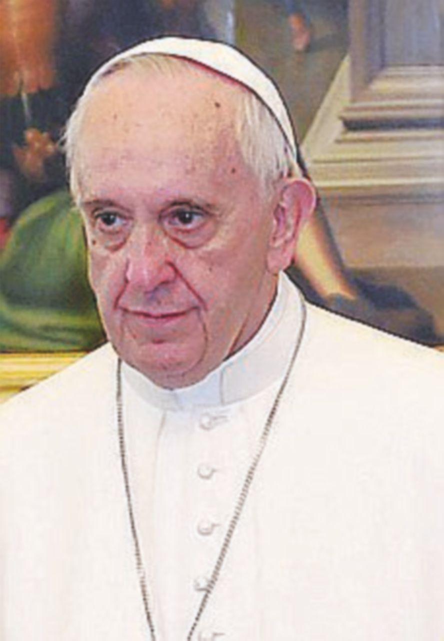 """Il Papa sferza i vescovi: """"Lasciate da parte ambizioni e beni"""""""