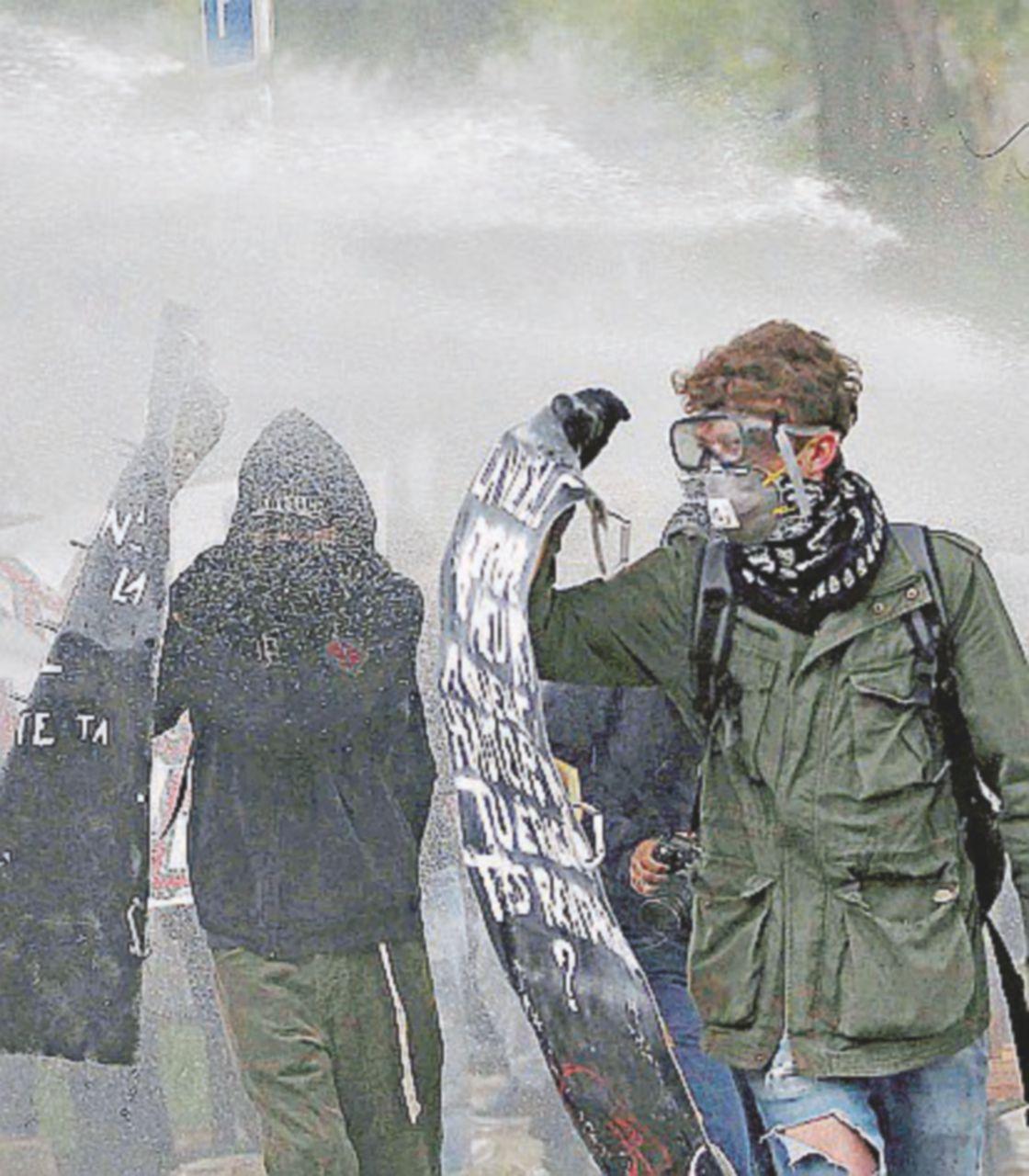 Loi Travail, ancora guerriglia: 87 fermi