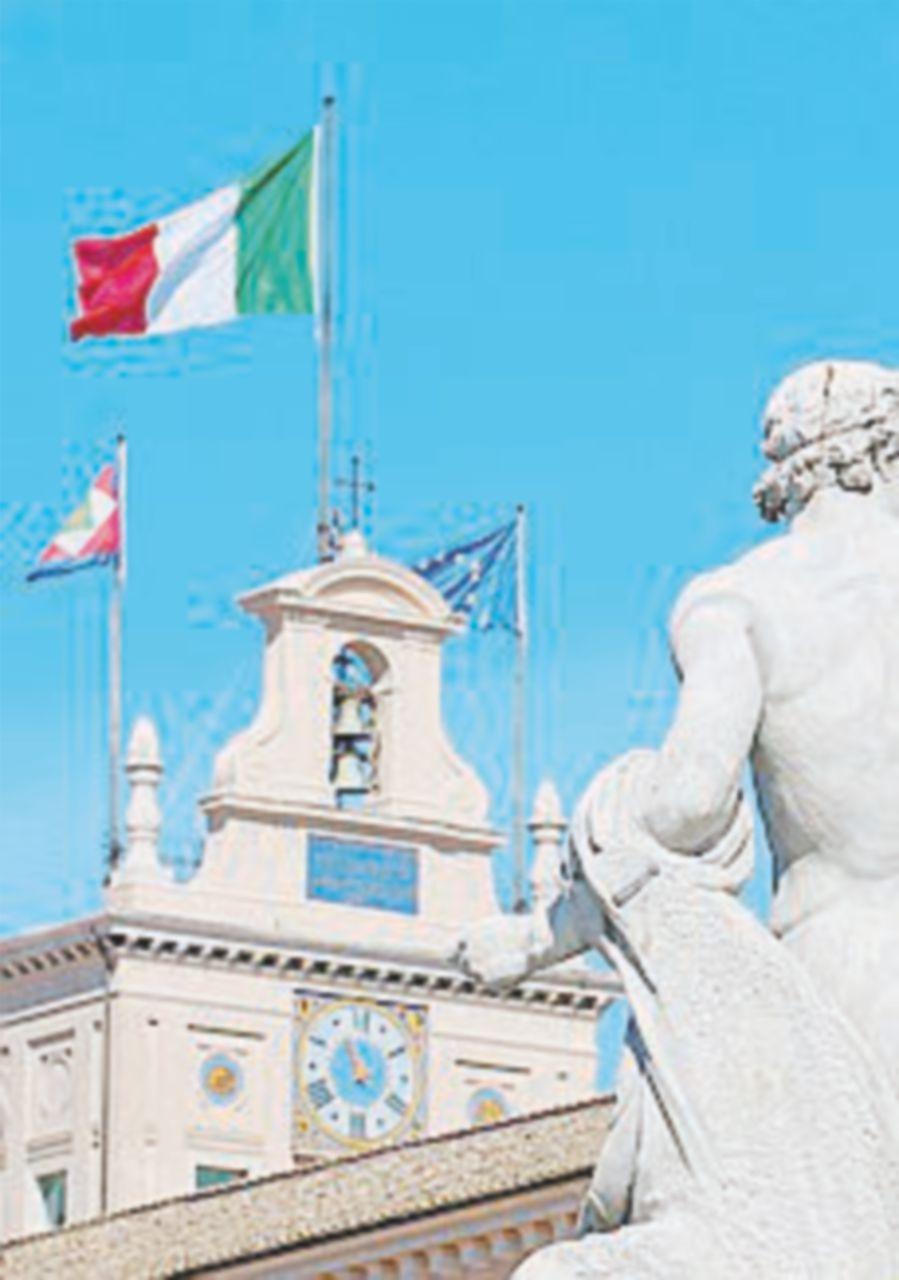 L'Italia vista dall'alto volando con la polizia: una mostra di Sestini