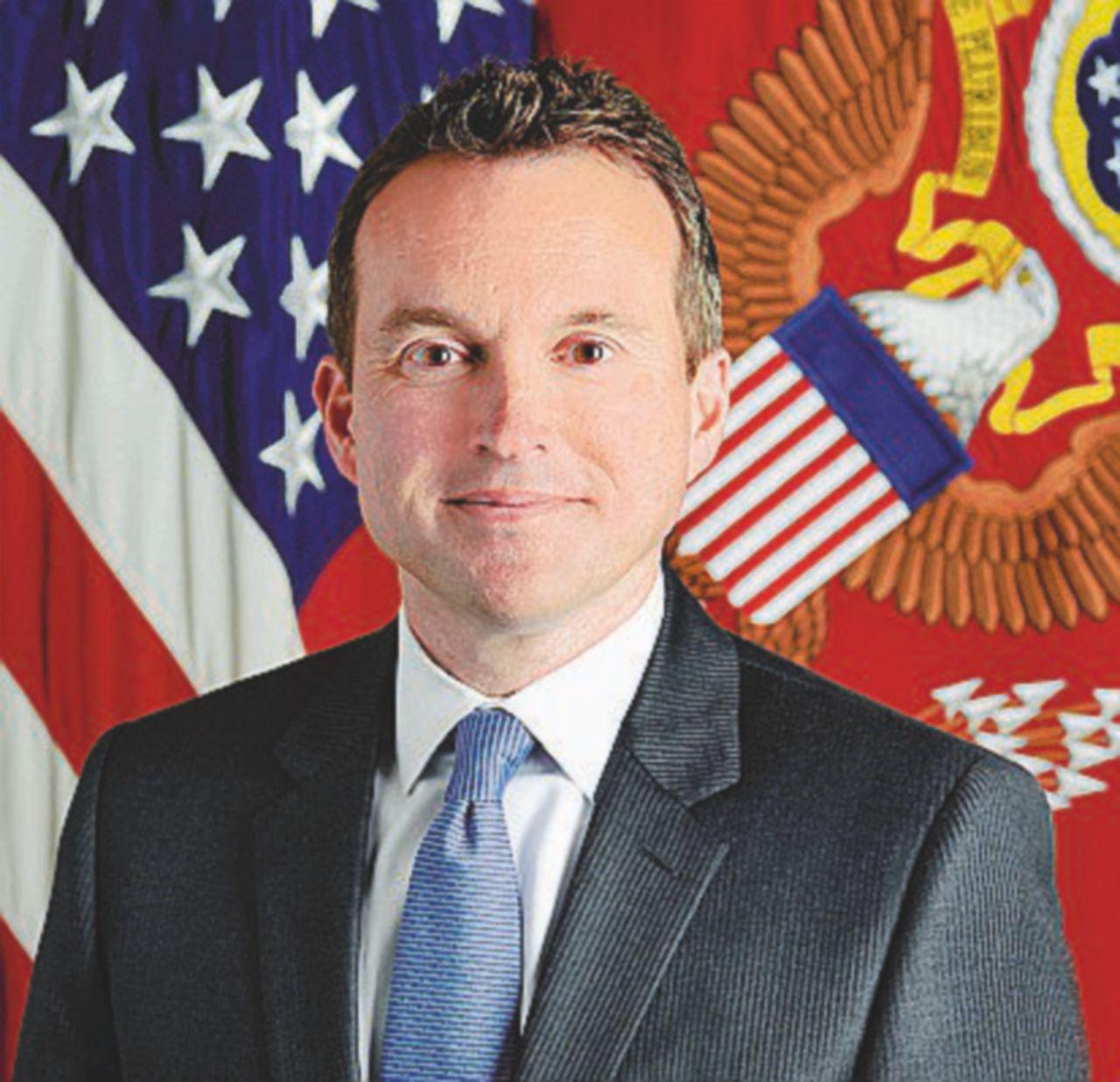Al capo gay dell'esercito la patata bollente: riduzione di 40 mila effettivi entro il 2018