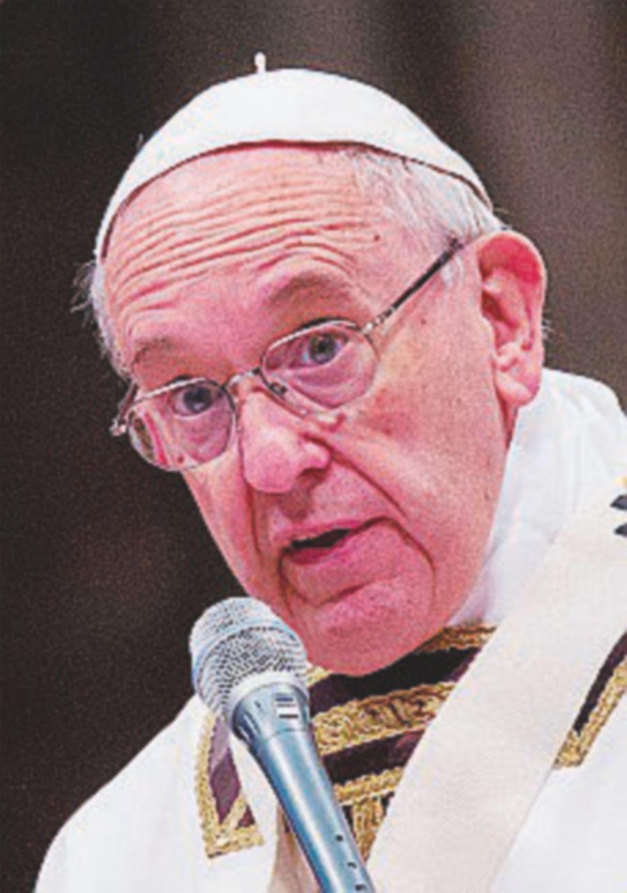 """Lavoro nero,  il Papa:  """"Chi sfrutta l'uomo  è una sanguisuga"""""""