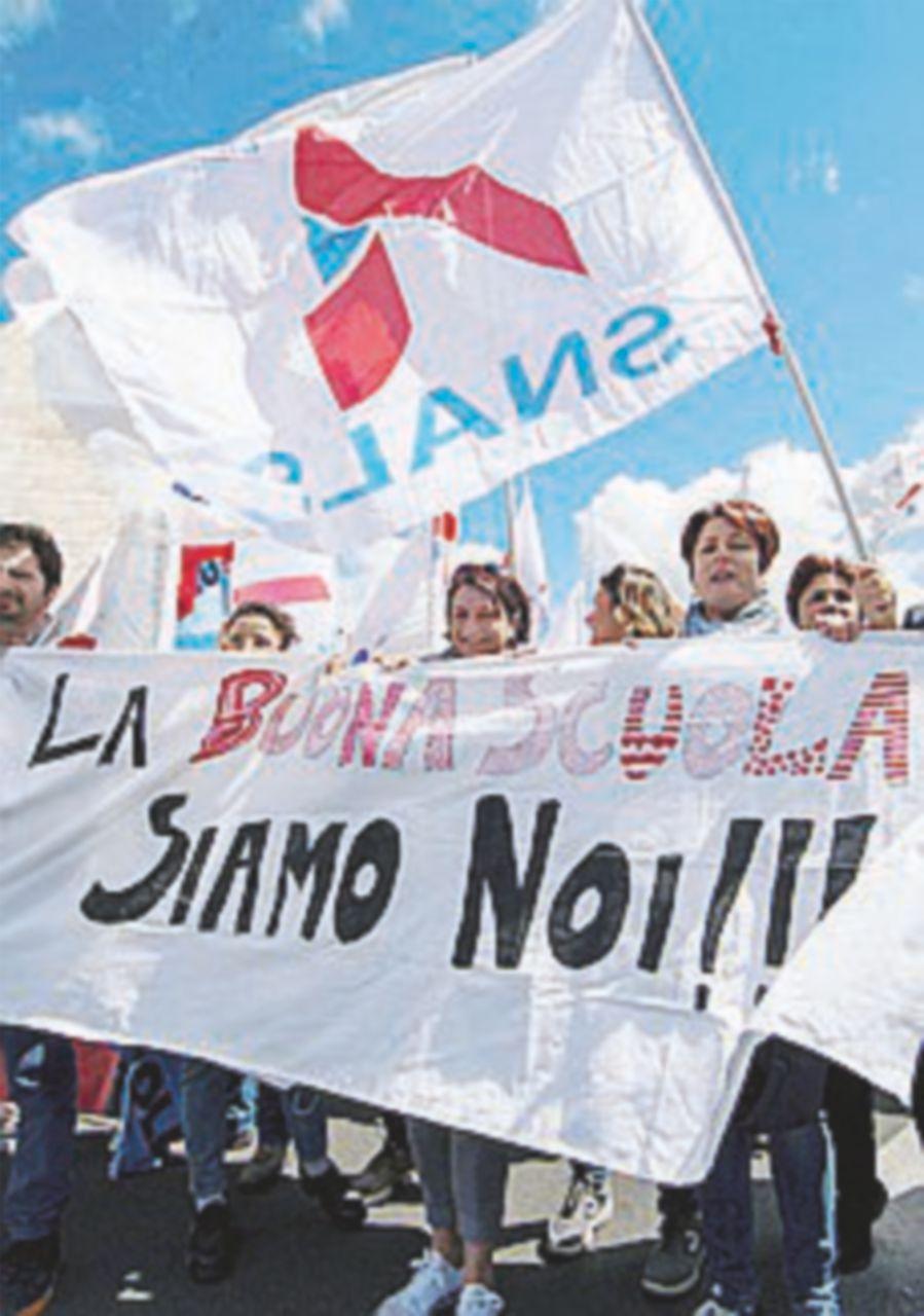 "Scuola, sindacati in piazza. Flc-Cgil: ""Giannini si dimetta"""